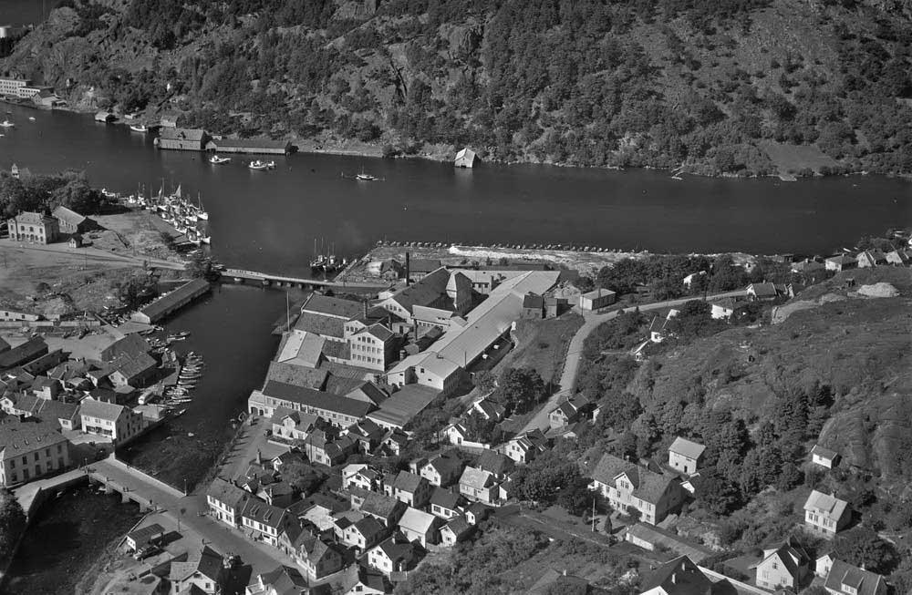 Damsgård og Fajansefabrikken 1951. Foto: Widerøes Flyveselskap AS