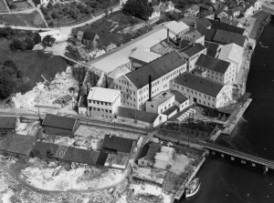 Aerial photo of the factory premises belonging to Egersunds Fayancefabriks Co in 1952. Photo: Widerøes Flyselskap.