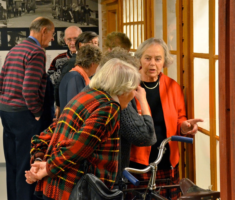 Visitors gaze at a Christmas exhibition. Photo: Torbjørn Bøe