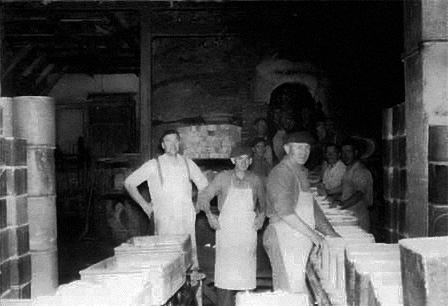 A work team stowing items in a coal-fired kiln, cirka 1946