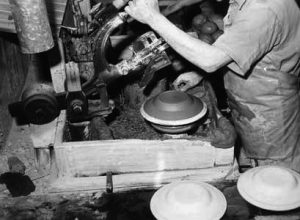 Photo from the production of plates at Egersunds Fayancefabriks Co. cirka 1955
