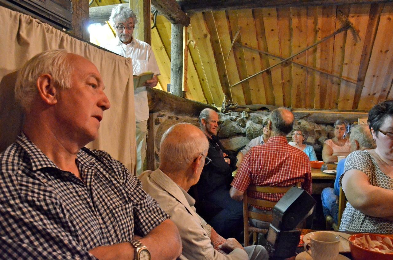 Jon Olaf Lorentzen lar oss høre mer om da engelske laksefiskere oppdaget Tengselven. Foto: Torbjørn Bøe