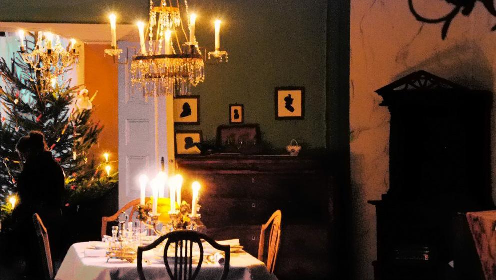 Jul i stuen i hovedhuset til sorenskrivergården på Slettebø