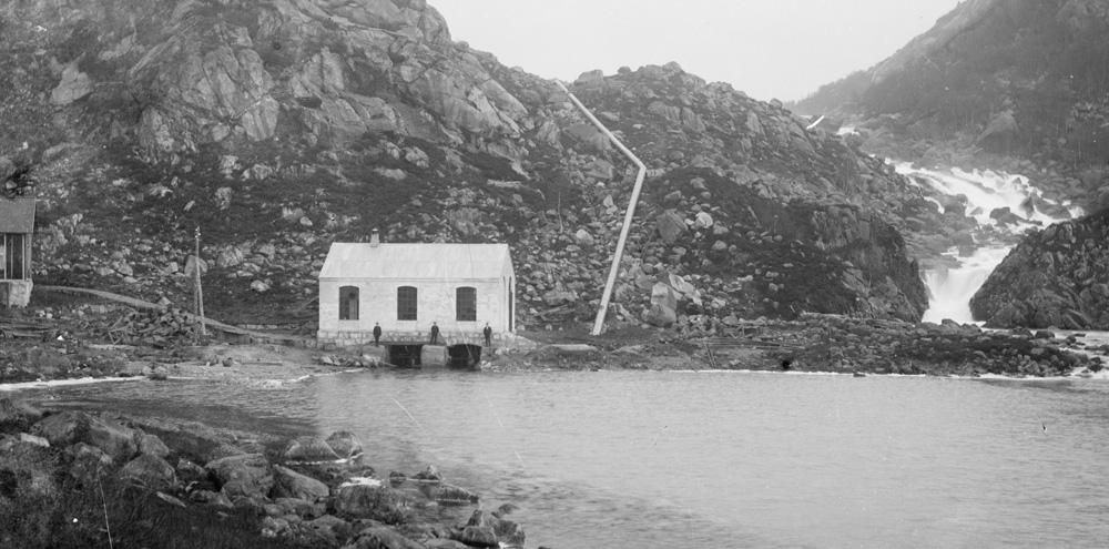 Øygreifossen kraftstasjon 1908. Foto: E.H. Torjusen, DFF-EHT0004